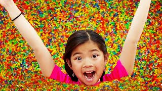 Emma Jannie and Alex Pretend Play with Colorful Magic Orbeez Shower Adventure
