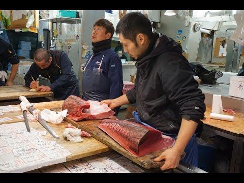 Рыбный рынок в Токио: разделка и продажа тунцов. 築地市場, Tsukiji Shijō