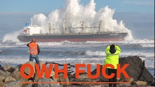 MONSTER Waves Hitting Ships Incredible Power of NATURE