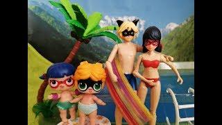 Семья Леди Баг и Супер-Кота. Мама Леди Баг купает детей в бассейне