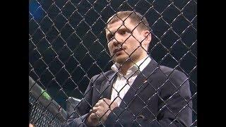 Денис Беринчик в клетке.