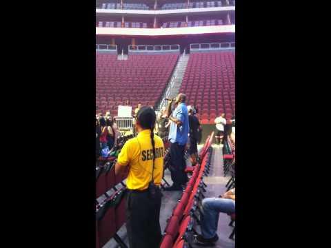 Shaq Sings To Justin Bieber
