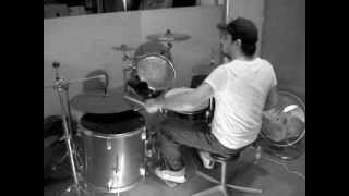 Richie Kotzen - Larger Than Life - Drum cover ( IMPROV )
