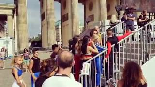 Gambar cover NOW UNITED waiting to perform (FANMEILE BERLIN)