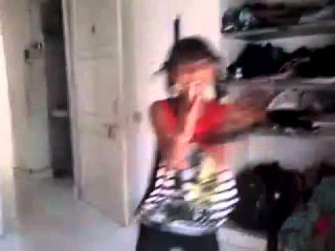 Garba by little girl: Gujarati girls dance home