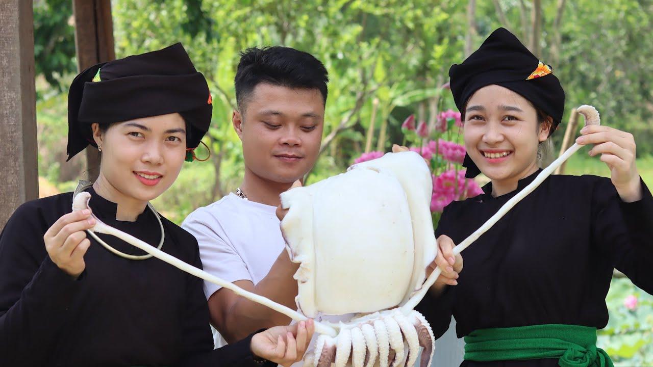 Hai cô gái Tày xinh đẹp và món mực khổng lồ nướng siêu cay