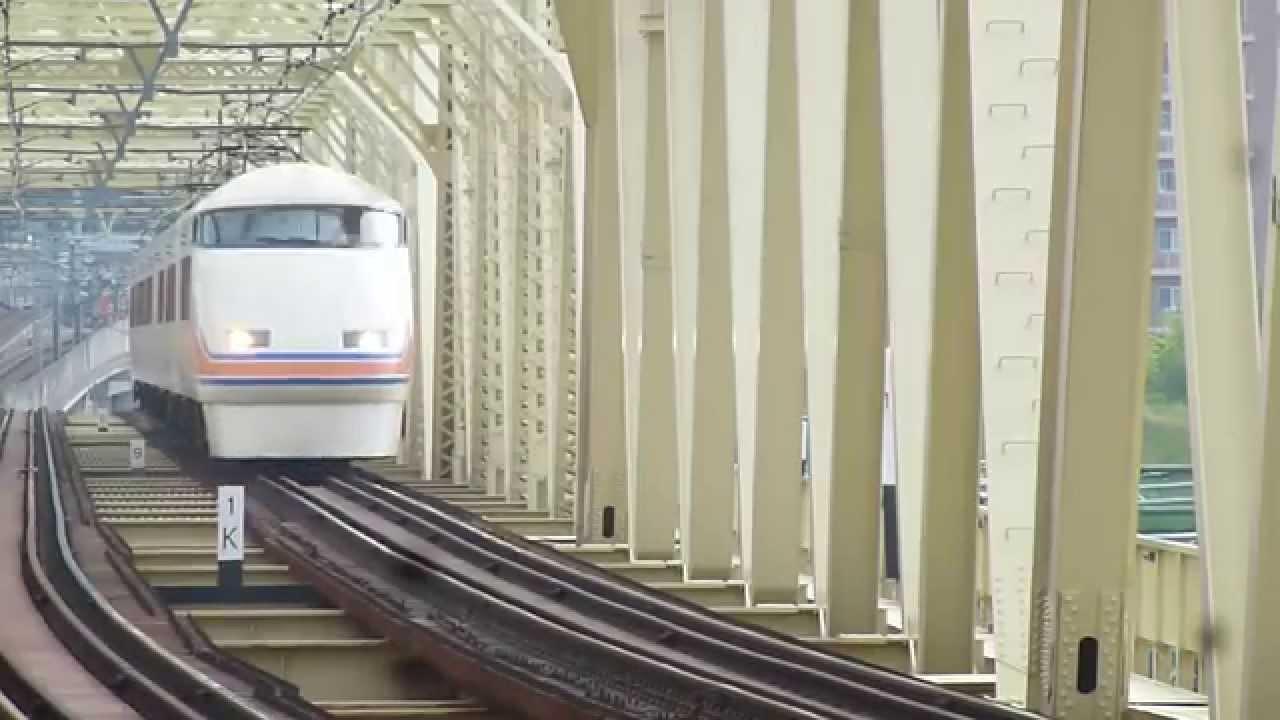 東武100系スペーシア 小菅駅通過