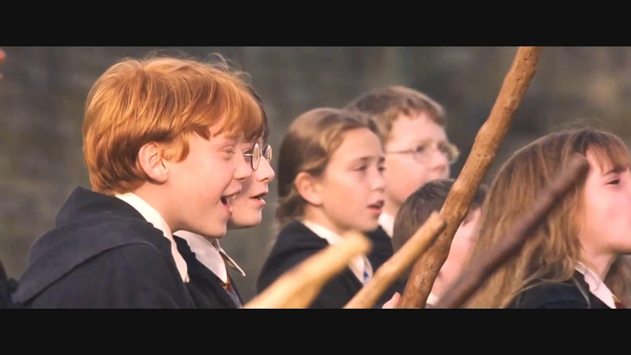Гарри Поттер впервые подходит к летающей метле. Фильм ...