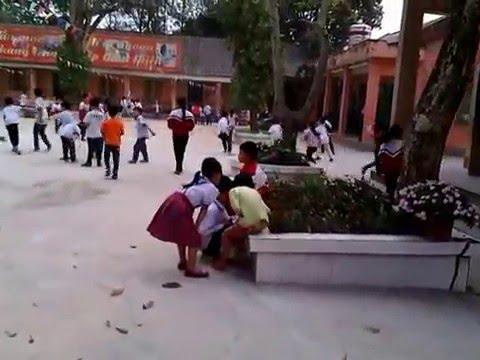 Giơ ra chơi trường Tiểu học Bình Minh
