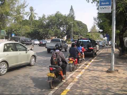 DAILY LIFE ON THE ROADS IN VIENTIANE, LAOS.(PART 1).