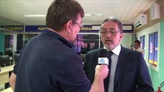 Paulo Santiago questiona as leis municipais que denomina prédios construídos com recursos do Estado