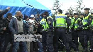 MALMÖ: Bråk när polisen rev tältlägret utanför Migrationsverket - 8 okt 2015