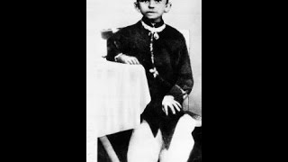 Mahatma Gandhi :Mohandas Karamchand Gandhi - the preeminent leader of Indian independence movement