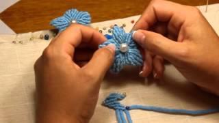 Цветок макраме на двух нитях по классической схеме(Просмотрев мастер-класс, научитесь завязывать репсовый узел и сплетете свой первый цветок в технике макрам..., 2015-10-18T16:23:55.000Z)