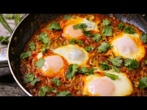 SHAKSHUKA RECIPE   EGGS POACHED IN SPICY TOMATO SAUCE   EGGS IN TOMATO SAUCE RECIPE