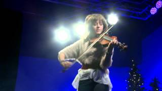 Lindsey Stirling Christmas Medley Celtic Carol LIVE at Rock