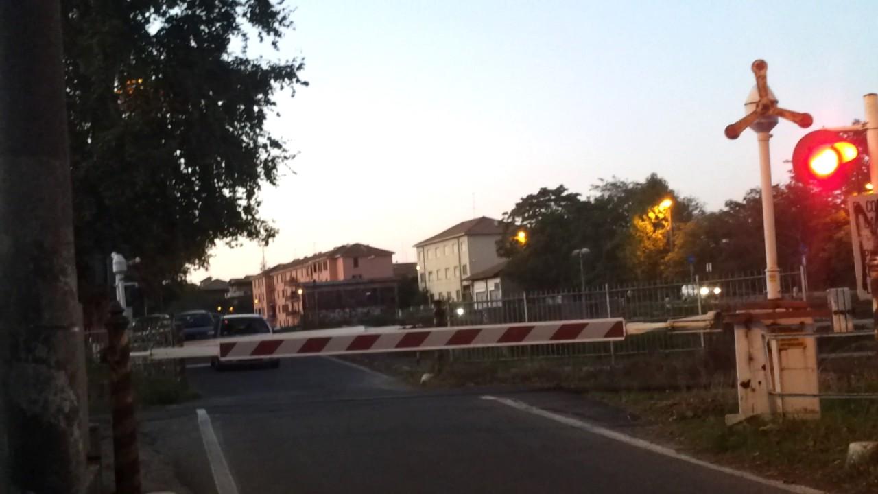 Passaggio a livello 2 465 linea pavia codogno fs64 - Pavia porta garibaldi ...