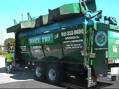 Wastepro G S Recycle Tandem Axle Navistar Truck in Action in Bradenton, FL, 12-24-10