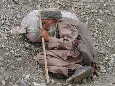 اختفاء رجل كبير بعد اخذ الصدقه من شباب كانو بعازه المال قبل العيد معبر جدا حسين الراقي