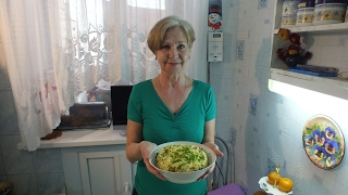 Салат из печени птицы сытный и удивительно вкусный.