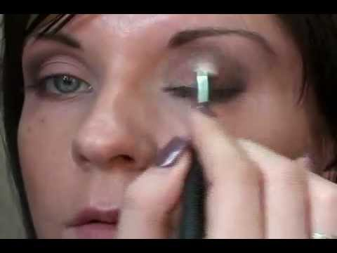 Смотреть How to: макияж глаз от M.A.C видео