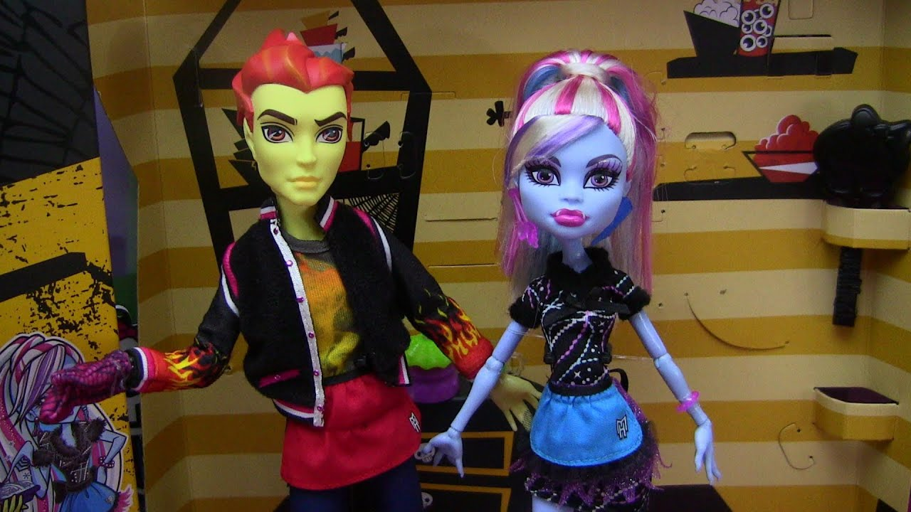 monster high heath burns and abbey bominable home ick 2