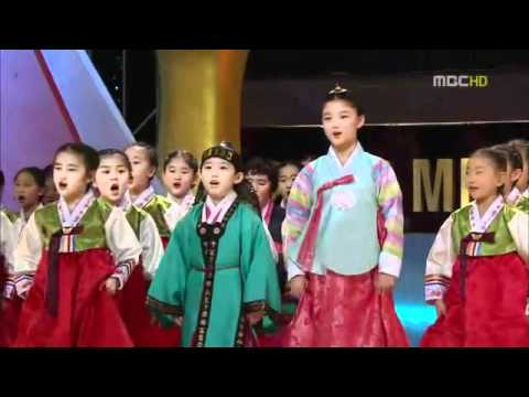 MBC Awards 2010 Opening Dong Yi - YouTube.FLV