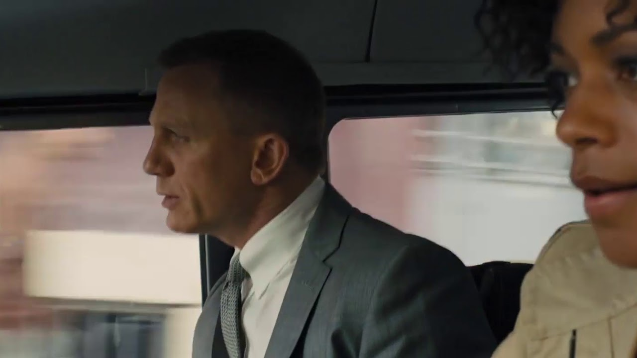 SKYFALL - MONEYPENNY AND BOND IN ISTANBUL