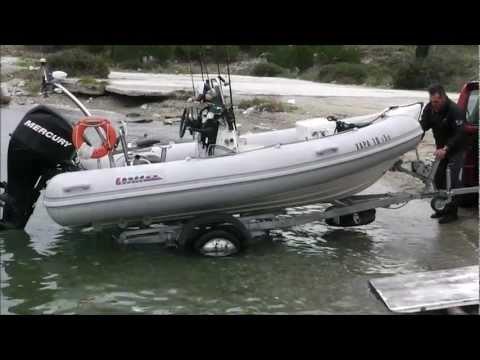 ΤΟ ΣΚΑΦΑΚΙ ΣΤΗΝ ΓΛΥΣΤΡΑ ''sotos fishing.wmv