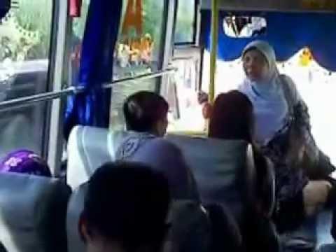 Bis Mira terbalik di Ngawi 11 Mei 2012