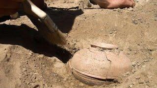 800 साल पुराना घड़ा लेकिन इसके अन्दर जो था उसे देखकर सब हतप्रद रह गए
