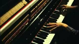 Gad Elmaleh au piano - Un bonheur n'arrive jamais seul