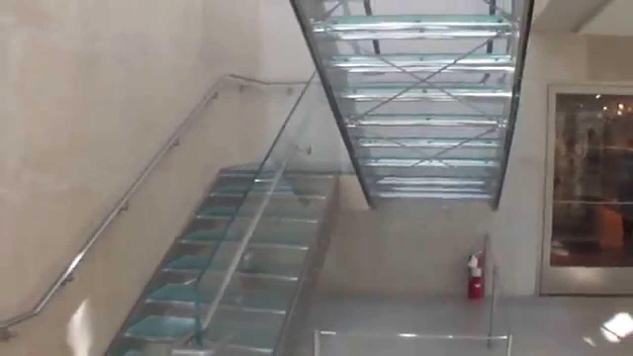 Escalera recta con pelda os y baranda de vidrio youtube - Escaleras de peldanos ...