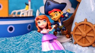 👑 PRINCESA SOFIA 👑 Jake el Pirata salva a la Princesa Sofía de Garfio | Princesa Sofia Muñecas
