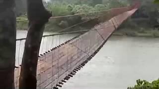 Video Viral, Jembatan Gantung Bergoyang Kencang Diterjang Angin