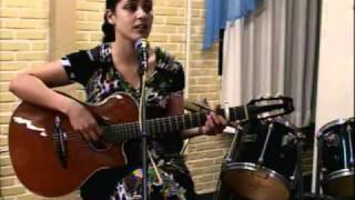 """Latina Singing"""" Tagalog""""Kahit Maputi na Ang Buhok ko..Acoustic Guitar."""