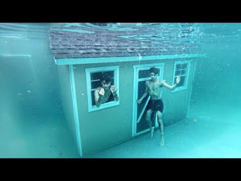 国外小伙在水下盖房子,想在水里住一整天,结果差点进不去!
