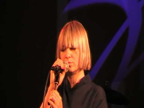 "Sia - ""I go to sleep"" (live)"