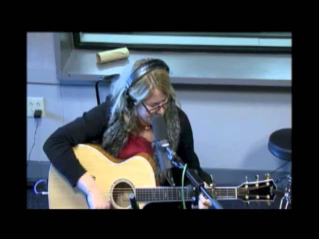 "Susan Cattaneo ""Red Light Kiss"" [Live Music Week 2012!]"