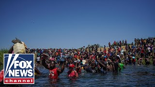 Migrant caravan chants 'yes we can' en route to US border