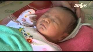 VTC14   Gia đình cháu bé bị chôn sống muốn nhận lại con