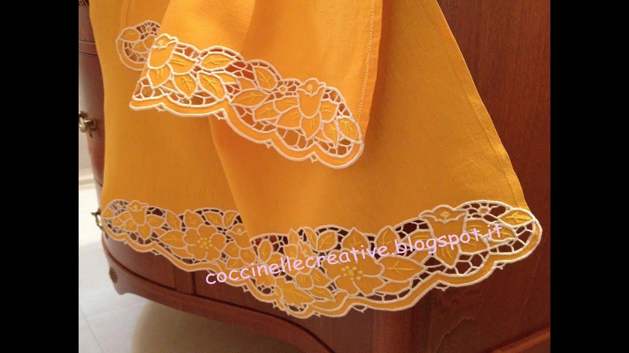 Set Asciugamani Grande E Ospite Realizzati In Lino E Ricamati A Intaglio
