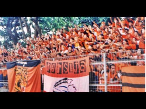 Tahun 2001 The Jak Mania Datang Ke Bandung