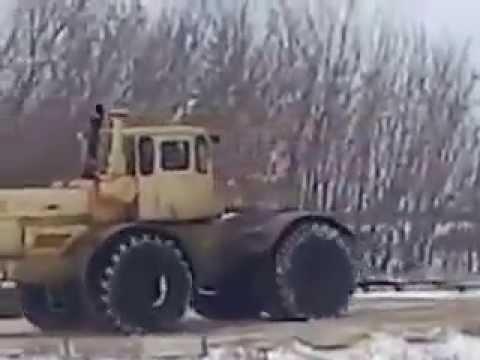 Умом Россию не понять  Пять тракторов К700 тащат стог сена по земле