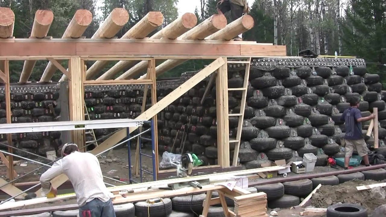 Petites Bouteilles En Verre Vides Pas Cher Earthship Build In Bc Canada 1 Of 2 Youtube