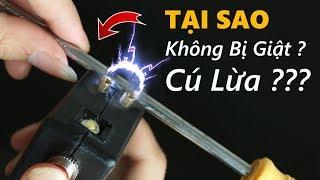 GIẢI MÃ video sờ dùi cui điện tại sao không bị giật - This is CÚ LỪA ?