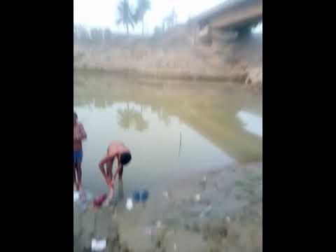 2 Boy Bath In Madhurapool.bhuvan&ramu Das