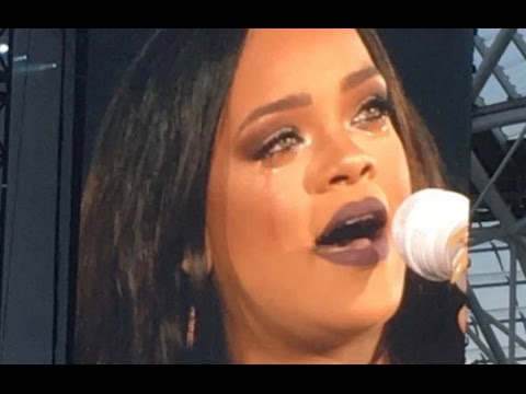 Rihanna Cries on Stage in Dublin - Love The Way You Lie