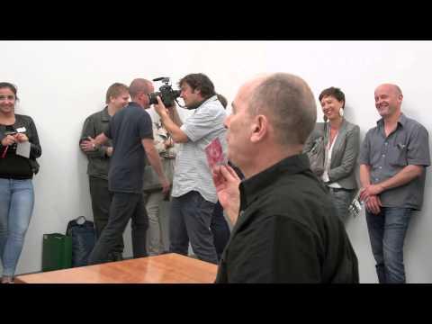 Roman Ondák: Swap. Performance at 14 Rooms