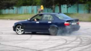 Old video. My first time drifting. BMW E36 325 TDS LSD(, 2014-07-22T21:09:55.000Z)